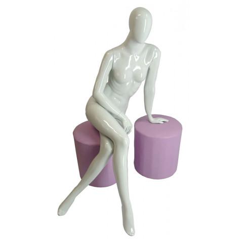 Manequim feminino sentado mão de apoio